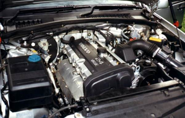 Engine on 2001 Volvo V70 Turbo Wagon